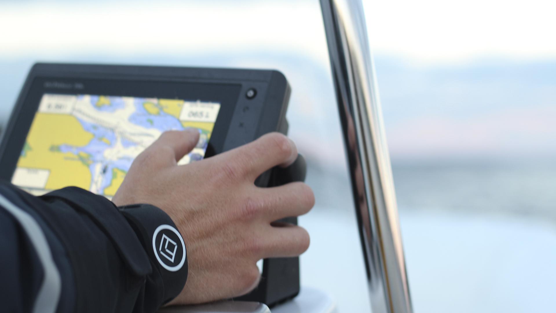 Black xBAND - Navigating
